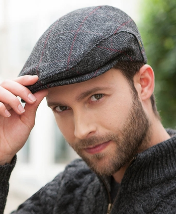 Mucros Trinity Cap - Charcoal with Red